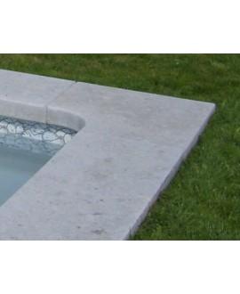 Margelle d'angle piscine, bord droit, pierre du limeyrat pour margelle grise épaisseur 8cm