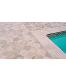 Margelle d'angle piscine, bord droit, pierre du limeyrat pour margelle clair épaisseur 5cm.