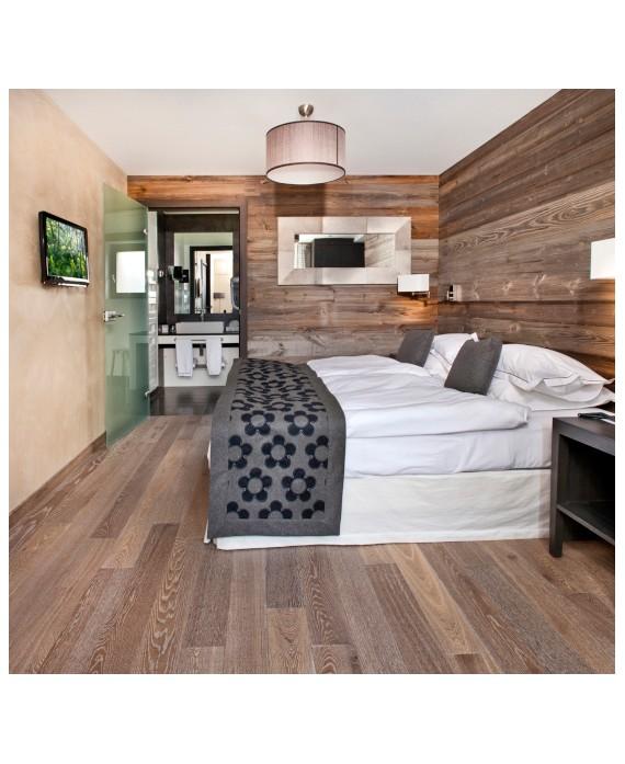 Plancher chêne français parquet massif en chêne scié poivre gris, chambre, grande largeur épaisseur 21mm, largeur 190 mm.