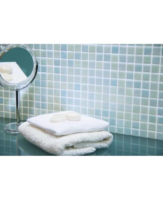 Emaux de verre piscine bleu et vert clair mosaique salle de bain combi-8 2.5x2.5cm sur trame.