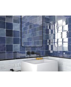 Carrelage Effet Zellige A bleu foncé brillant 13.2x13.2cm dans la salle de bains