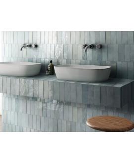Carrelage Effet Zellige A bleu clair brillant 6.5x20cm dans la salle de bains