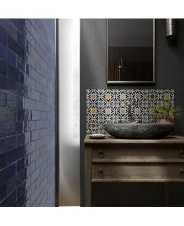 Carrelage Effet Zellige A bleu foncé brillant 6.5x20cm dans la salle de bains