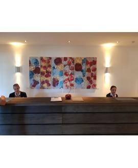 Peinture contemporaine, tableau moderne figuratif, acrylique sur toile 6 fois 40x120cm intitulée: fleurs rouges.