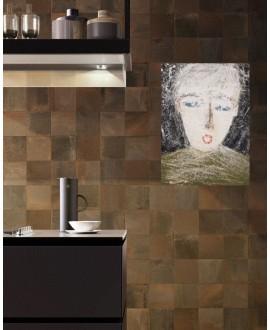 Carrelage imitation cuivre oxydart copper 20x20 cm rectifié et peinture contemporaine sur toile 100x73cm : enfant au pull vert